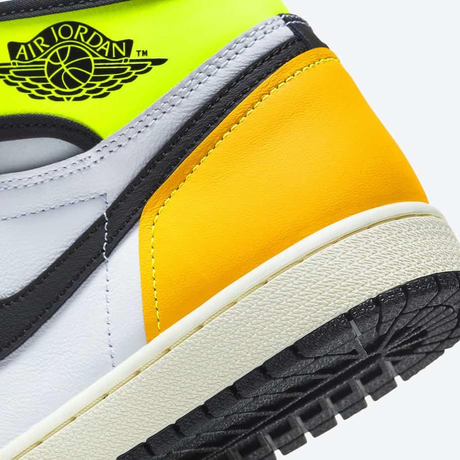 Air Jordan 1 'Volt Gold' 555088-118 7